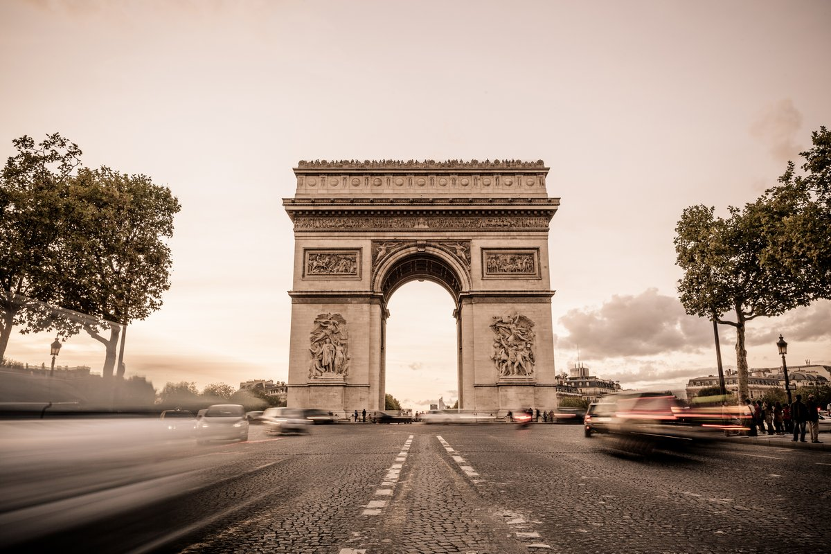 Постер Франция АРКА de Triomphe в ПарижеФранция<br>Постер на холсте или бумаге. Любого нужного вам размера. В раме или без. Подвес в комплекте. Трехслойная надежная упаковка. Доставим в любую точку России. Вам осталось только повесить картину на стену!<br>