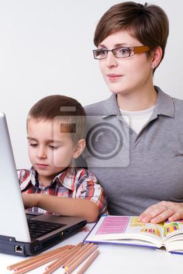 Постер Образование Мальчик узнать с его мамойОбразование<br>Постер на холсте или бумаге. Любого нужного вам размера. В раме или без. Подвес в комплекте. Трехслойная надежная упаковка. Доставим в любую точку России. Вам осталось только повесить картину на стену!<br>