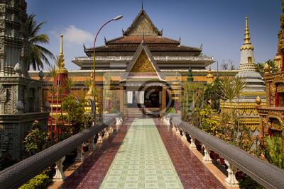 Постер Камбоджа Азиатские храмы в КамбоджеКамбоджа<br>Постер на холсте или бумаге. Любого нужного вам размера. В раме или без. Подвес в комплекте. Трехслойная надежная упаковка. Доставим в любую точку России. Вам осталось только повесить картину на стену!<br>