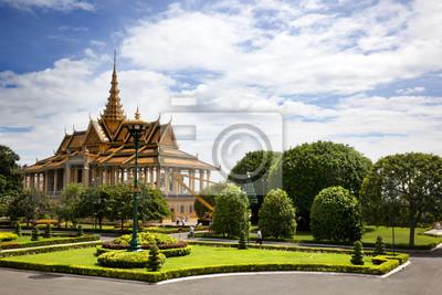 Постер Камбоджа Королевский Дворец. ПномпеньКамбоджа<br>Постер на холсте или бумаге. Любого нужного вам размера. В раме или без. Подвес в комплекте. Трехслойная надежная упаковка. Доставим в любую точку России. Вам осталось только повесить картину на стену!<br>