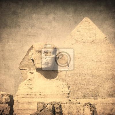 Постер Архитектура Гранж образ Сфинкса и пирамиды, 20x20 см, на бумагеСфинксы<br>Постер на холсте или бумаге. Любого нужного вам размера. В раме или без. Подвес в комплекте. Трехслойная надежная упаковка. Доставим в любую точку России. Вам осталось только повесить картину на стену!<br>