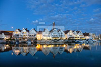 Постер Норвегия Марина, отражение в воде в Ставангере, Норвегия.Норвегия<br>Постер на холсте или бумаге. Любого нужного вам размера. В раме или без. Подвес в комплекте. Трехслойная надежная упаковка. Доставим в любую точку России. Вам осталось только повесить картину на стену!<br>