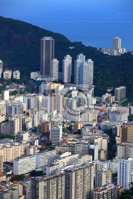Постер Рио-де-Жанейро Высоких зданий, в горах, Рио-де-ЖанейроРио-де-Жанейро<br>Постер на холсте или бумаге. Любого нужного вам размера. В раме или без. Подвес в комплекте. Трехслойная надежная упаковка. Доставим в любую точку России. Вам осталось только повесить картину на стену!<br>
