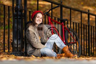 Городской велосипед - девушка и велосипед в городском парке, 30x20 см, на бумагеВелосипедисты<br>Постер на холсте или бумаге. Любого нужного вам размера. В раме или без. Подвес в комплекте. Трехслойная надежная упаковка. Доставим в любую точку России. Вам осталось только повесить картину на стену!<br>