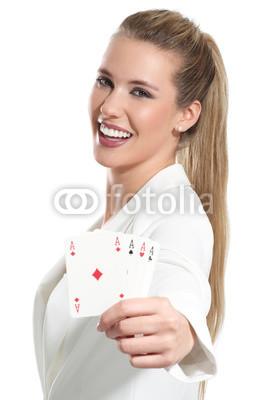 Молодой обольстительной женщины, играть в покер, 20x30 см, на бумагеКазино<br>Постер на холсте или бумаге. Любого нужного вам размера. В раме или без. Подвес в комплекте. Трехслойная надежная упаковка. Доставим в любую точку России. Вам осталось только повесить картину на стену!<br>