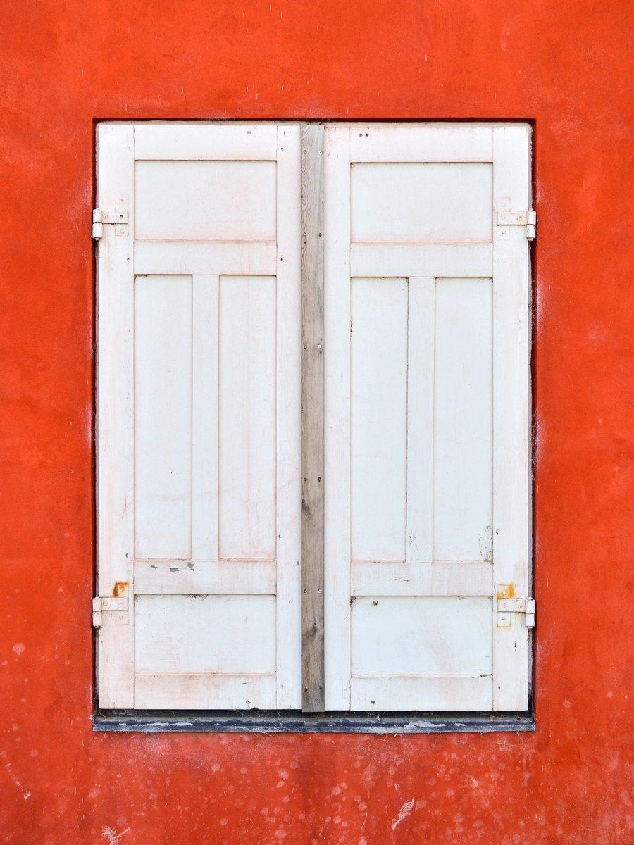 Постер Дания Традиционный дом окно в Копенгагене, ДанияДания<br>Постер на холсте или бумаге. Любого нужного вам размера. В раме или без. Подвес в комплекте. Трехслойная надежная упаковка. Доставим в любую точку России. Вам осталось только повесить картину на стену!<br>
