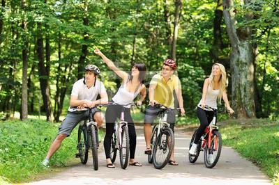 Постер Велосипедисты Группа людей на велосипедах в сельской местностиВелосипедисты<br>Постер на холсте или бумаге. Любого нужного вам размера. В раме или без. Подвес в комплекте. Трехслойная надежная упаковка. Доставим в любую точку России. Вам осталось только повесить картину на стену!<br>