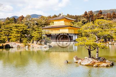 Постер Япония Храм золотого павильона в Киото, ЯпонияЯпония<br>Постер на холсте или бумаге. Любого нужного вам размера. В раме или без. Подвес в комплекте. Трехслойная надежная упаковка. Доставим в любую точку России. Вам осталось только повесить картину на стену!<br>