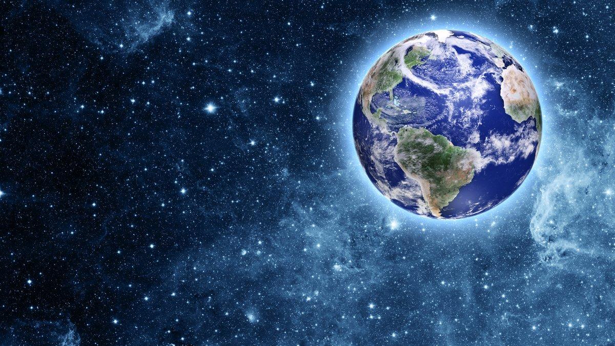 Голубая Планета в прекрасное пространство, 36x20 см, на бумагеКосмос - разные постеры<br>Постер на холсте или бумаге. Любого нужного вам размера. В раме или без. Подвес в комплекте. Трехслойная надежная упаковка. Доставим в любую точку России. Вам осталось только повесить картину на стену!<br>