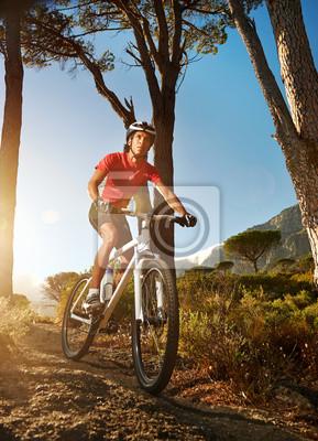 Постер Велосипедисты Постер 50752198, 20x28 см, на бумагеВелосипедисты<br>Постер на холсте или бумаге. Любого нужного вам размера. В раме или без. Подвес в комплекте. Трехслойная надежная упаковка. Доставим в любую точку России. Вам осталось только повесить картину на стену!<br>