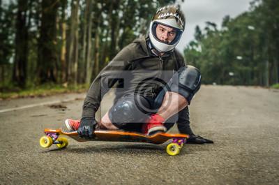 Постер Скейтбординг Вниз скейтбордист в действииСкейтбординг<br>Постер на холсте или бумаге. Любого нужного вам размера. В раме или без. Подвес в комплекте. Трехслойная надежная упаковка. Доставим в любую точку России. Вам осталось только повесить картину на стену!<br>
