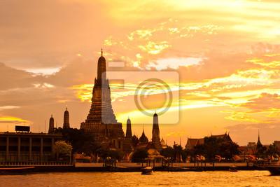 Постер Таиланд Красоты пагода на ВАТ Арун в ТаиландеТаиланд<br>Постер на холсте или бумаге. Любого нужного вам размера. В раме или без. Подвес в комплекте. Трехслойная надежная упаковка. Доставим в любую точку России. Вам осталось только повесить картину на стену!<br>