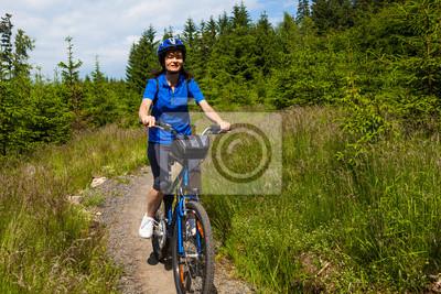 Постер Велосипедисты Женщина ВелоспортВелосипедисты<br>Постер на холсте или бумаге. Любого нужного вам размера. В раме или без. Подвес в комплекте. Трехслойная надежная упаковка. Доставим в любую точку России. Вам осталось только повесить картину на стену!<br>