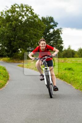 Постер Спорт Здоровый образ жизни - девушка на велосипеде, 20x30 см, на бумагеВелосипедисты<br>Постер на холсте или бумаге. Любого нужного вам размера. В раме или без. Подвес в комплекте. Трехслойная надежная упаковка. Доставим в любую точку России. Вам осталось только повесить картину на стену!<br>