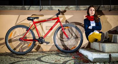 Постер Спорт Городской велосипед - девушка-подросток, и велосипед в городе, 37x20 см, на бумагеВелосипедисты<br>Постер на холсте или бумаге. Любого нужного вам размера. В раме или без. Подвес в комплекте. Трехслойная надежная упаковка. Доставим в любую точку России. Вам осталось только повесить картину на стену!<br>