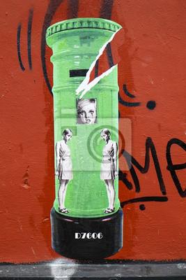 Постер-картина Стрит-арт Странно Граффити Городского ИскусстваСтрит-арт<br>Постер на холсте или бумаге. Любого нужного вам размера. В раме или без. Подвес в комплекте. Трехслойная надежная упаковка. Доставим в любую точку России. Вам осталось только повесить картину на стену!<br>
