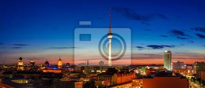 Постер Берлин Берлин zur blauen Stunde / SonnenuntergangБерлин<br>Постер на холсте или бумаге. Любого нужного вам размера. В раме или без. Подвес в комплекте. Трехслойная надежная упаковка. Доставим в любую точку России. Вам осталось только повесить картину на стену!<br>