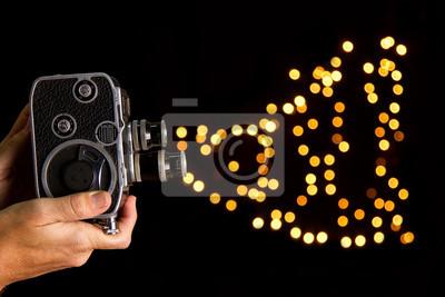 Постер Кино Старый фильм камера с фото в руках БокеКино<br>Постер на холсте или бумаге. Любого нужного вам размера. В раме или без. Подвес в комплекте. Трехслойная надежная упаковка. Доставим в любую точку России. Вам осталось только повесить картину на стену!<br>