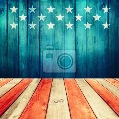 Постер Пустой деревянный палуба над столом фоне флага СШАФлаг США<br>Постер на холсте или бумаге. Любого нужного вам размера. В раме или без. Подвес в комплекте. Трехслойная надежная упаковка. Доставим в любую точку России. Вам осталось только повесить картину на стену!<br>