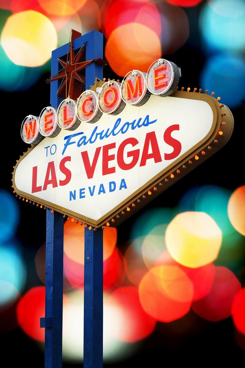 Постер Казино Добро пожаловать В Лас-Вегас неоновымКазино<br>Постер на холсте или бумаге. Любого нужного вам размера. В раме или без. Подвес в комплекте. Трехслойная надежная упаковка. Доставим в любую точку России. Вам осталось только повесить картину на стену!<br>