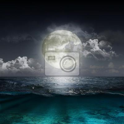Постер Полнолуние Лунное отражение в озереПолнолуние<br>Постер на холсте или бумаге. Любого нужного вам размера. В раме или без. Подвес в комплекте. Трехслойная надежная упаковка. Доставим в любую точку России. Вам осталось только повесить картину на стену!<br>
