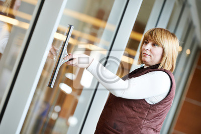 Постер Клининг Женщина очистка рабочих Крытый окнаКлининг<br>Постер на холсте или бумаге. Любого нужного вам размера. В раме или без. Подвес в комплекте. Трехслойная надежная упаковка. Доставим в любую точку России. Вам осталось только повесить картину на стену!<br>