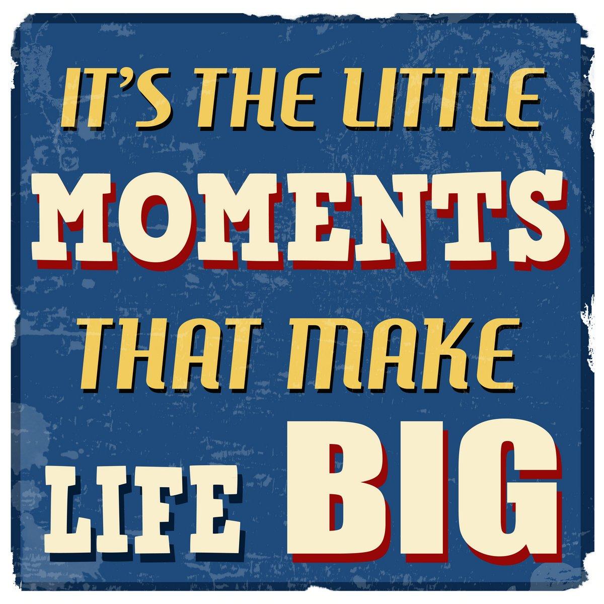 Постер-картина Мотивационный плакат Это маленькие моменты, которые делают жизнь большой плакатМотивационный плакат<br>Постер на холсте или бумаге. Любого нужного вам размера. В раме или без. Подвес в комплекте. Трехслойная надежная упаковка. Доставим в любую точку России. Вам осталось только повесить картину на стену!<br>