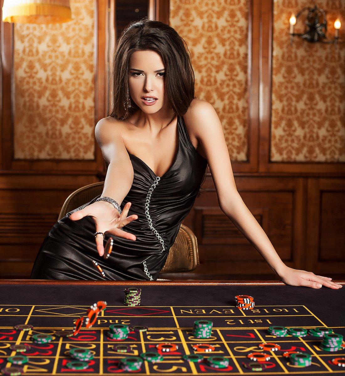 Фото девушки в казино 2 фотография