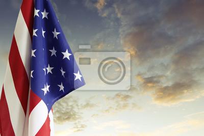 Постер Американский флагФлаг США<br>Постер на холсте или бумаге. Любого нужного вам размера. В раме или без. Подвес в комплекте. Трехслойная надежная упаковка. Доставим в любую точку России. Вам осталось только повесить картину на стену!<br>