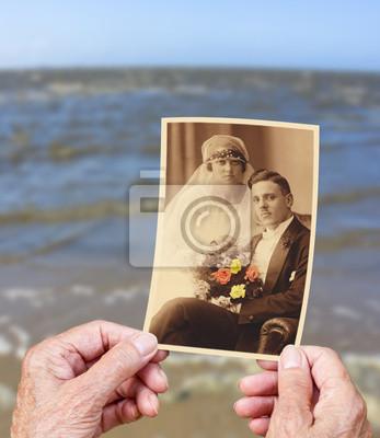 Ozean der Erinnerung, 20x23 см, на бумаге10.01 Международный день пожилых людей<br>Постер на холсте или бумаге. Любого нужного вам размера. В раме или без. Подвес в комплекте. Трехслойная надежная упаковка. Доставим в любую точку России. Вам осталось только повесить картину на стену!<br>