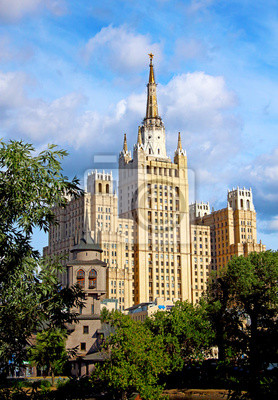 Постер Москва Сталин небоскребМосква<br>Постер на холсте или бумаге. Любого нужного вам размера. В раме или без. Подвес в комплекте. Трехслойная надежная упаковка. Доставим в любую точку России. Вам осталось только повесить картину на стену!<br>
