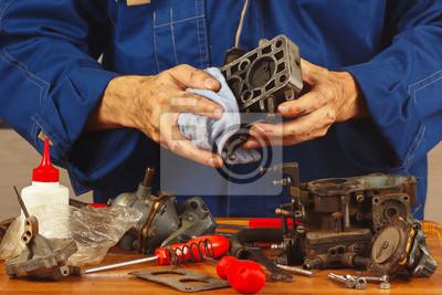 Постер 10.30 День инженера-механика Ремонт деталей старого автомобильного двигателя в мастерской10.30 День инженера-механика<br>Постер на холсте или бумаге. Любого нужного вам размера. В раме или без. Подвес в комплекте. Трехслойная надежная упаковка. Доставим в любую точку России. Вам осталось только повесить картину на стену!<br>
