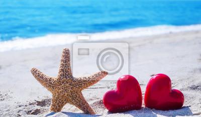 Морская звезда в сердцах у океана, 34x20 см, на бумаге02.14 День Святого Валентина (День всех влюбленных)<br>Постер на холсте или бумаге. Любого нужного вам размера. В раме или без. Подвес в комплекте. Трехслойная надежная упаковка. Доставим в любую точку России. Вам осталось только повесить картину на стену!<br>