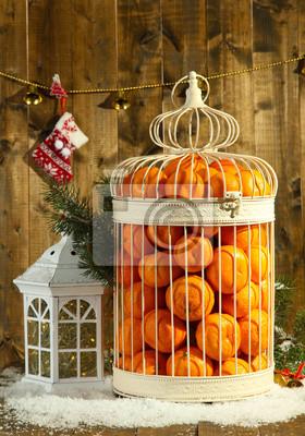Постер Еда и напитки Мандарины в декоративных клетке с рождественским декором,, 20x29 см, на бумагеМандарины<br>Постер на холсте или бумаге. Любого нужного вам размера. В раме или без. Подвес в комплекте. Трехслойная надежная упаковка. Доставим в любую точку России. Вам осталось только повесить картину на стену!<br>
