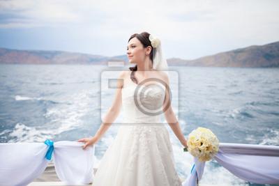 Постер Свадебный салон Красивая невеста в день свадьбы на море роскошные яхтыСвадебный салон<br>Постер на холсте или бумаге. Любого нужного вам размера. В раме или без. Подвес в комплекте. Трехслойная надежная упаковка. Доставим в любую точку России. Вам осталось только повесить картину на стену!<br>
