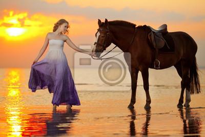 Красивая женщина верхом на закате на пляже. Молодой gir, 30x20 см, на бумагеЛошади<br>Постер на холсте или бумаге. Любого нужного вам размера. В раме или без. Подвес в комплекте. Трехслойная надежная упаковка. Доставим в любую точку России. Вам осталось только повесить картину на стену!<br>