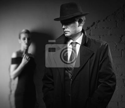 Постер Детектив человек и опасная женщина с ружьемМафия<br>Постер на холсте или бумаге. Любого нужного вам размера. В раме или без. Подвес в комплекте. Трехслойная надежная упаковка. Доставим в любую точку России. Вам осталось только повесить картину на стену!<br>