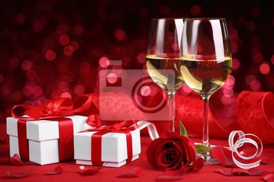 Постер Праздники Вино и подарки, 30x20 см, на бумаге02.14 День Святого Валентина (День всех влюбленных)<br>Постер на холсте или бумаге. Любого нужного вам размера. В раме или без. Подвес в комплекте. Трехслойная надежная упаковка. Доставим в любую точку России. Вам осталось только повесить картину на стену!<br>