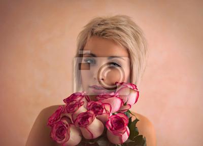Молодая красивая женщина с букетом розовых роз, 28x20 см, на бумаге03.08 Международный женский день<br>Постер на холсте или бумаге. Любого нужного вам размера. В раме или без. Подвес в комплекте. Трехслойная надежная упаковка. Доставим в любую точку России. Вам осталось только повесить картину на стену!<br>