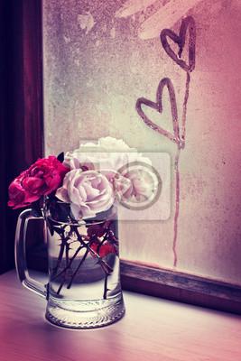 Постер Розы Белые розы в стеклянной вазе с сердцемРозы<br>Постер на холсте или бумаге. Любого нужного вам размера. В раме или без. Подвес в комплекте. Трехслойная надежная упаковка. Доставим в любую точку России. Вам осталось только повесить картину на стену!<br>