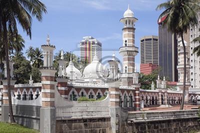 Постер Куала-Лумпур Мечеть Jamek в Куала-Лумпуре крупным планомКуала-Лумпур<br>Постер на холсте или бумаге. Любого нужного вам размера. В раме или без. Подвес в комплекте. Трехслойная надежная упаковка. Доставим в любую точку России. Вам осталось только повесить картину на стену!<br>