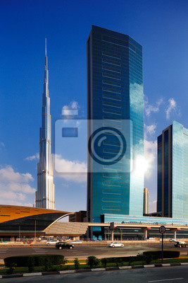 Постер Дубай Бурдж-Халифа как видно из шоссе Шейха Зайеда в Дубае, ОАЭДубай<br>Постер на холсте или бумаге. Любого нужного вам размера. В раме или без. Подвес в комплекте. Трехслойная надежная упаковка. Доставим в любую точку России. Вам осталось только повесить картину на стену!<br>