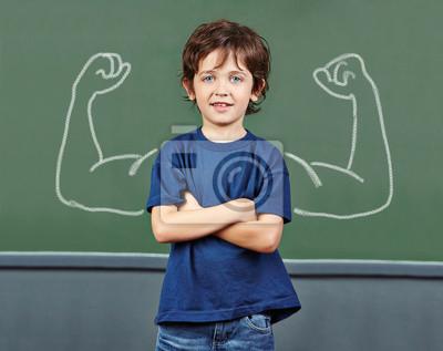 Сильный ребенок с мускулами в школе, 25x20 см, на бумаге06.01 Международный день защиты детей<br>Постер на холсте или бумаге. Любого нужного вам размера. В раме или без. Подвес в комплекте. Трехслойная надежная упаковка. Доставим в любую точку России. Вам осталось только повесить картину на стену!<br>