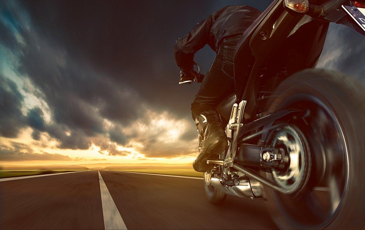 Постер-картина Фото-постеры Превышение Скорости Мотоцикла, 32x20 см, на бумагеМотоциклы<br>Постер на холсте или бумаге. Любого нужного вам размера. В раме или без. Подвес в комплекте. Трехслойная надежная упаковка. Доставим в любую точку России. Вам осталось только повесить картину на стену!<br>