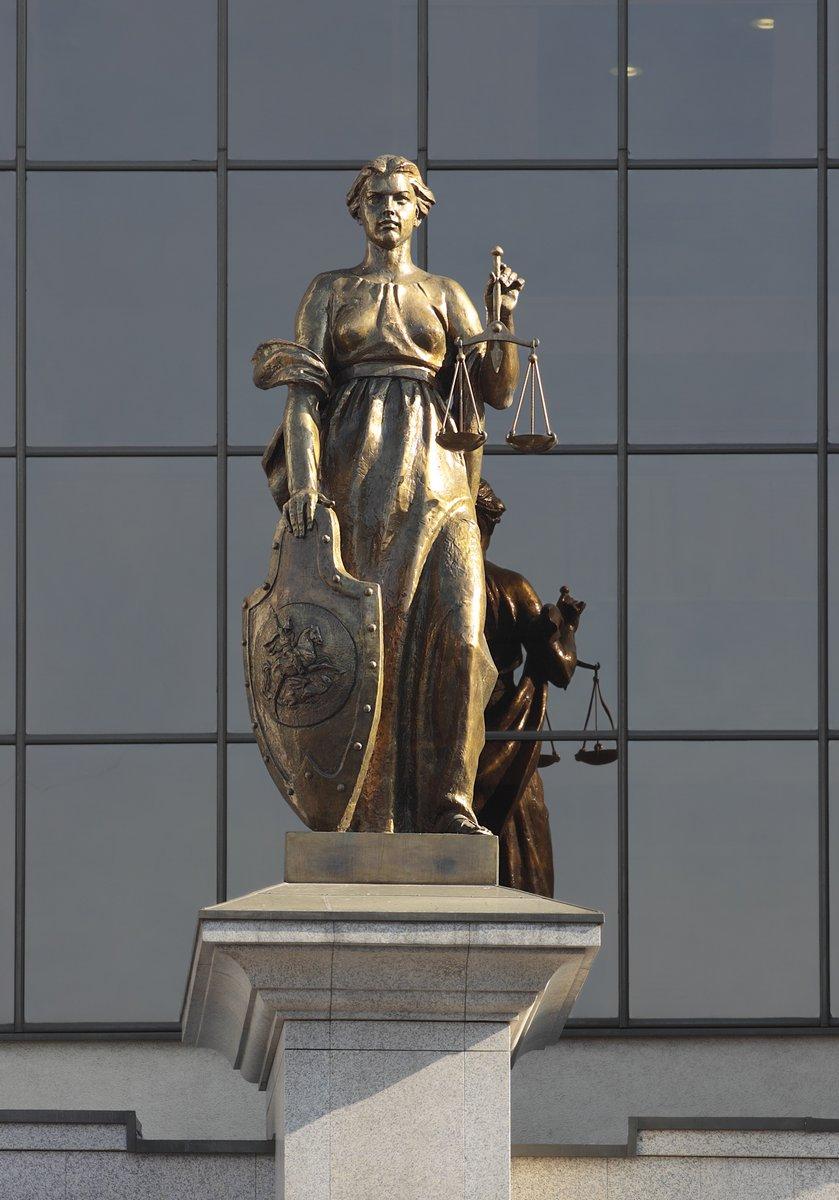 Постер Верховные суды