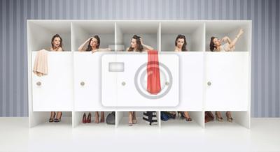 Постер Оформление офиса Пять девушек в раздевалки, 37x20 см, на бумагеПримерочная<br>Постер на холсте или бумаге. Любого нужного вам размера. В раме или без. Подвес в комплекте. Трехслойная надежная упаковка. Доставим в любую точку России. Вам осталось только повесить картину на стену!<br>