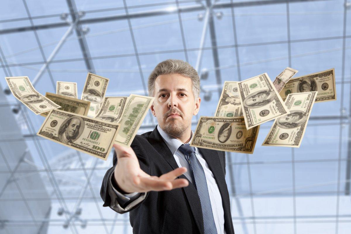 Постер 12.02 День банковского работника Бизнесмен бросали доллара12.02 День банковского работника<br>Постер на холсте или бумаге. Любого нужного вам размера. В раме или без. Подвес в комплекте. Трехслойная надежная упаковка. Доставим в любую точку России. Вам осталось только повесить картину на стену!<br>