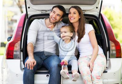 Счастливая семья, сидя в машине, 29x20 см, на бумаге10.27 День автомобилиста<br>Постер на холсте или бумаге. Любого нужного вам размера. В раме или без. Подвес в комплекте. Трехслойная надежная упаковка. Доставим в любую точку России. Вам осталось только повесить картину на стену!<br>