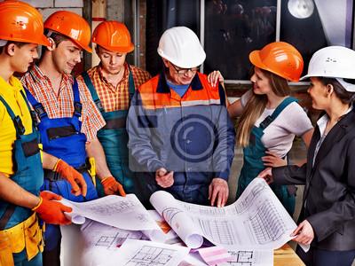 Бизнес-группа людей в builder шлем ., 27x20 см, на бумаге08.11 День строителя<br>Постер на холсте или бумаге. Любого нужного вам размера. В раме или без. Подвес в комплекте. Трехслойная надежная упаковка. Доставим в любую точку России. Вам осталось только повесить картину на стену!<br>