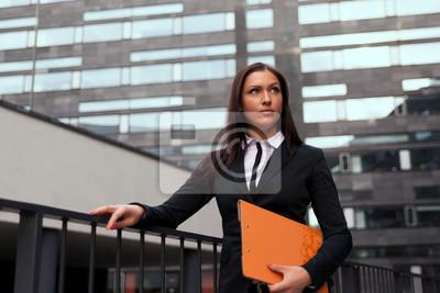 Красивая деловая женщина на фоне современного здания, 30x20 см, на бумаге12.03 День юриста<br>Постер на холсте или бумаге. Любого нужного вам размера. В раме или без. Подвес в комплекте. Трехслойная надежная упаковка. Доставим в любую точку России. Вам осталось только повесить картину на стену!<br>